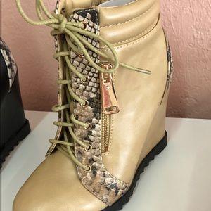 Women's beige wedge boot